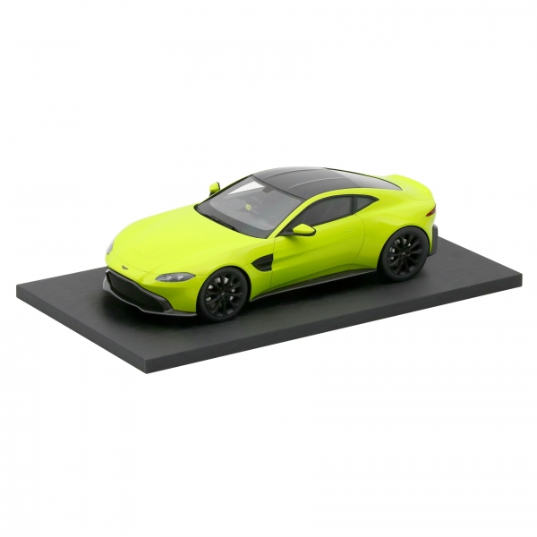 ASTON MARTIN 1:18 SCALE MODEL NEW VANTAGE - LIME