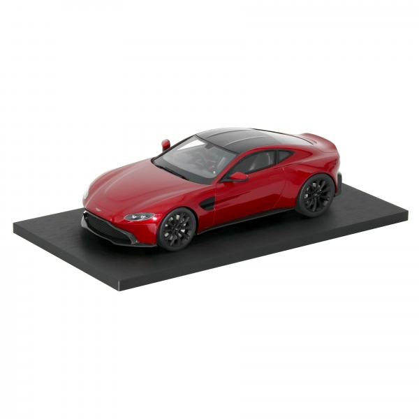 ASTON MARTIN 1:18 SCALE MODEL NEW VANTAGE - RED